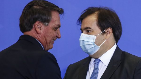 dispatches-from-a-pandemic:-brazilian-doctors-fume-as-president-bolsonaro-gets-rap-for-eating-hot-dogs-while-covid-19-cases-are-on-track-to-pass-us.