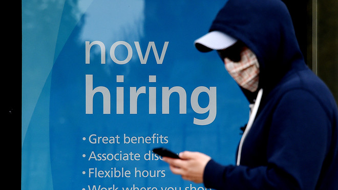 people-search-less-for-jobs-after-they-exhaust-their-unemployment-benefits,-chicago-fed-study-says