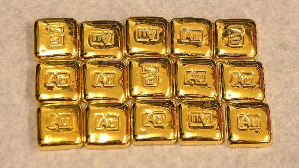 metals-stocks:-gold-prices-end-lower-for-a-second-session,-but-hold-onto-a-week-to-date-gain