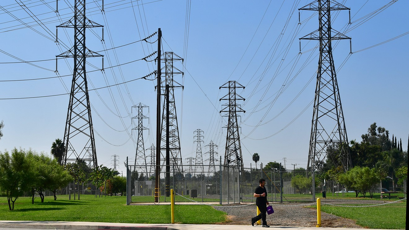 here's-why-carbon-emissions-at-utilities-can-fall-even-during-a-powerful-economy