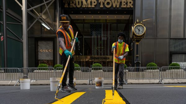 the-margin:-a-message-hard-to-ignore:-new-yorkers-paint-'black-lives-matter'-in-front-of-trump-tower