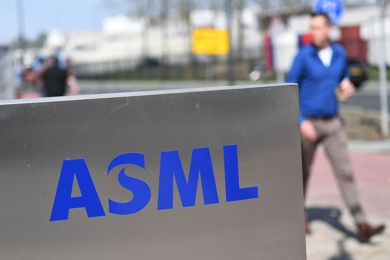 dow-jones-newswires:-asml-sticks-to-2020-outlook-as-net-profit-rises