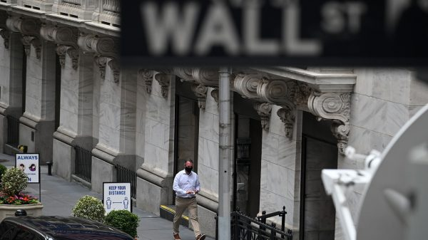 market-snapshot:-dow-futures-edge-lower-as-wall-street-braces-for-busy-earnings-week