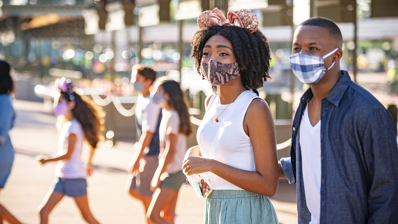 the-margin:-disney-world-guests-can't-eat-or-drink-while-walking-anymore