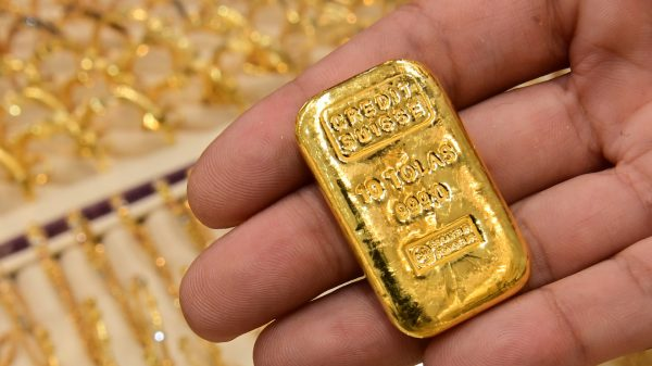 metals-stocks:-gold-prices-decline,-on-track-for-first-loss-in-10-sessions