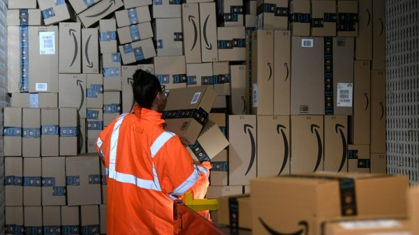 the-ratings-game:-amazon-is-making-gains-with-older-consumers-as-more-people-turn-to-e-commerce-during-covid-19