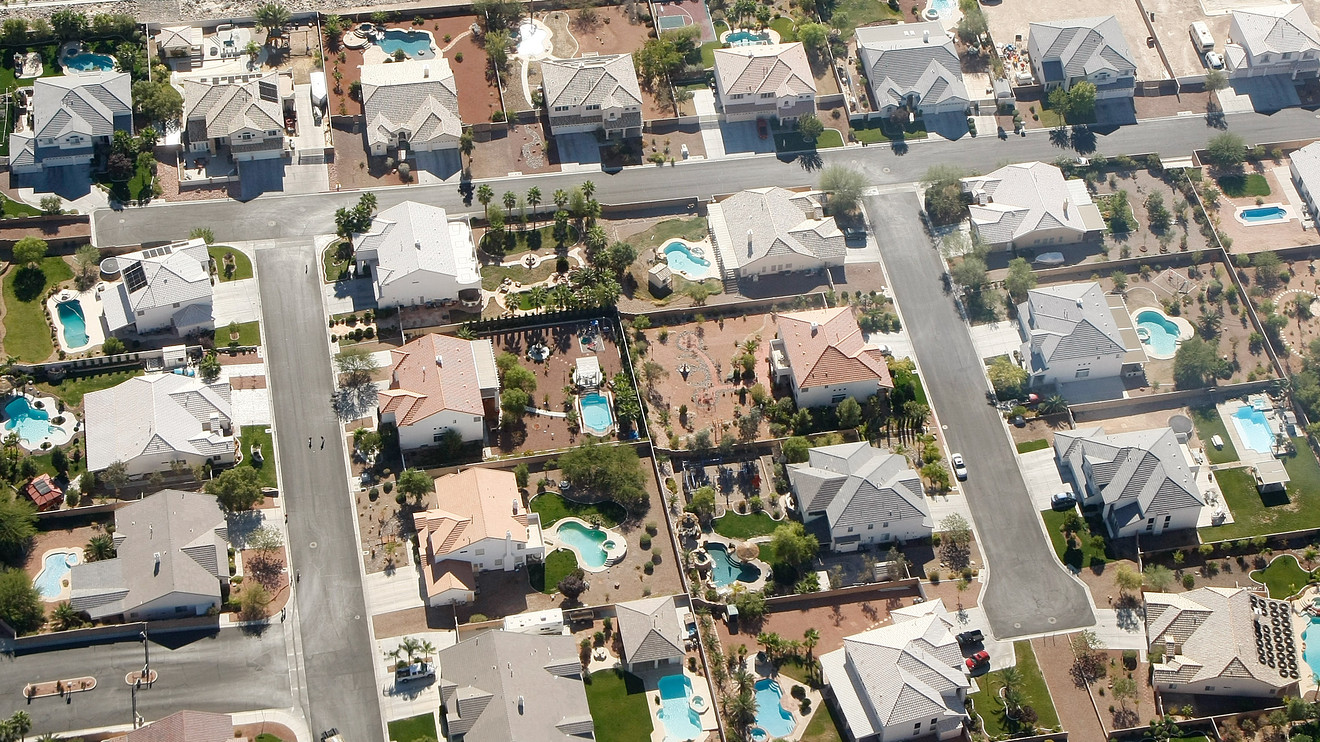 outside-the-box:-mortgage-applications-for-suburban-homes-are-surging-as-buyers-try-to-escape-the-coronavirus-pandemic