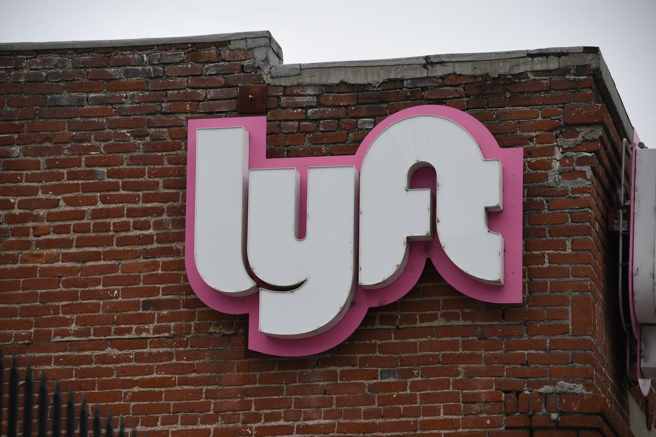 :-lyft-revenue-and-riders-slashed-by-more-than-half,-but-layoffs-save-earnings