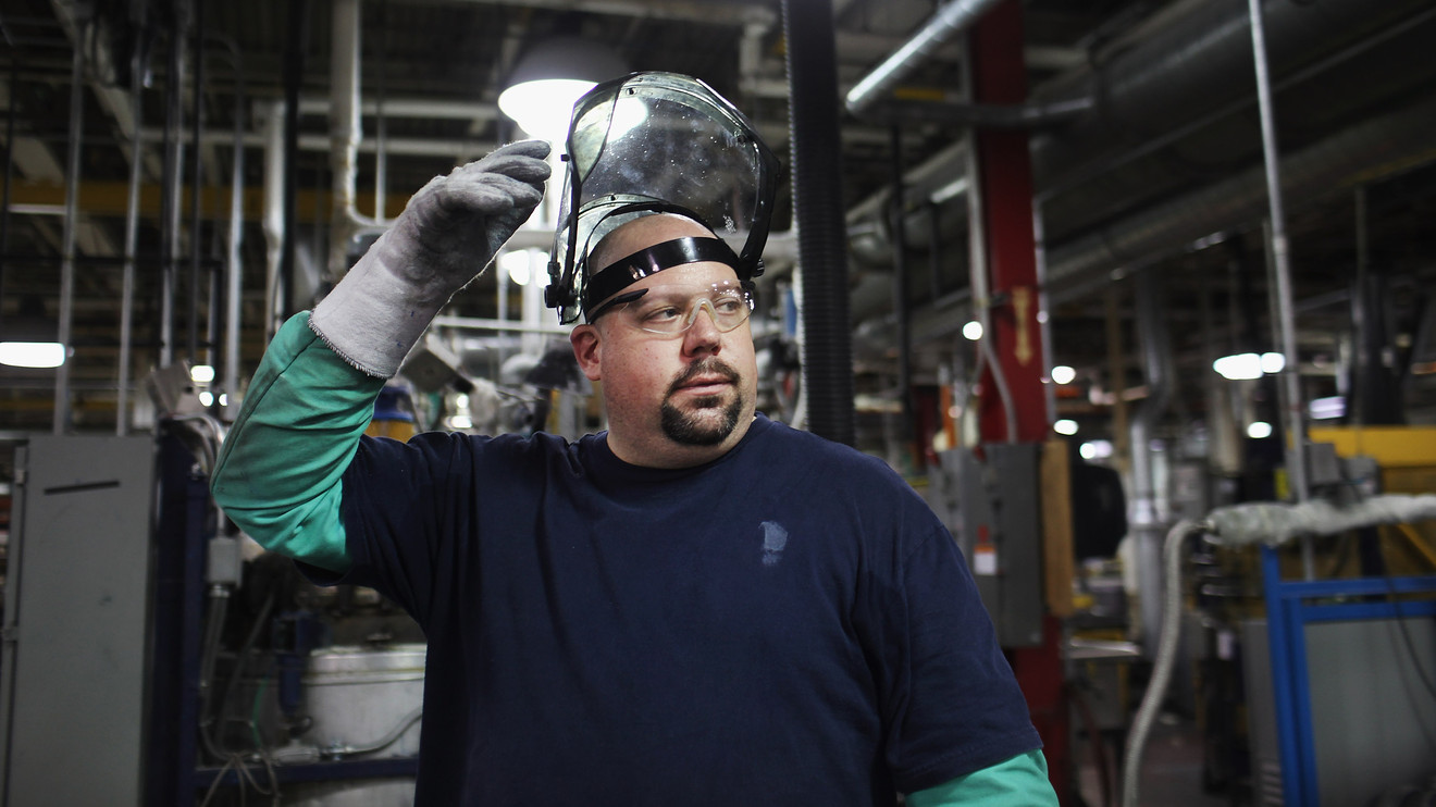 economic-report:-philadelphia-fed-manufacturing-index-slows-for-second-straight-month-in-august
