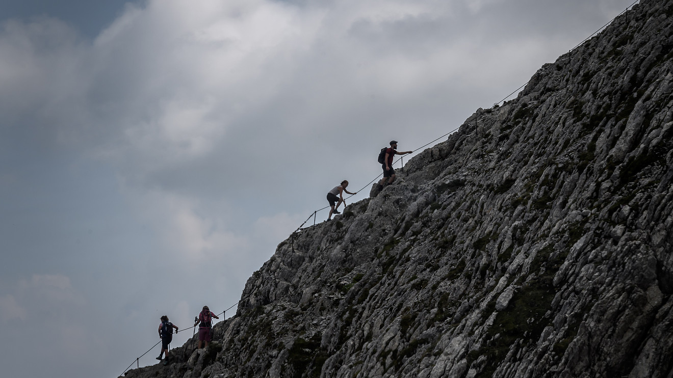 economic-preview:-the-economy-still-has-a-mountain-to-climb,-but-it's-digging-itself-out-faster-than-expected