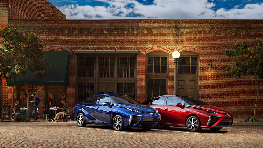 kelley-blue-book:-toyota-doubles-down-on-hydrogen-fuel-cell-tech-with-a-redesign-of-the-mirai