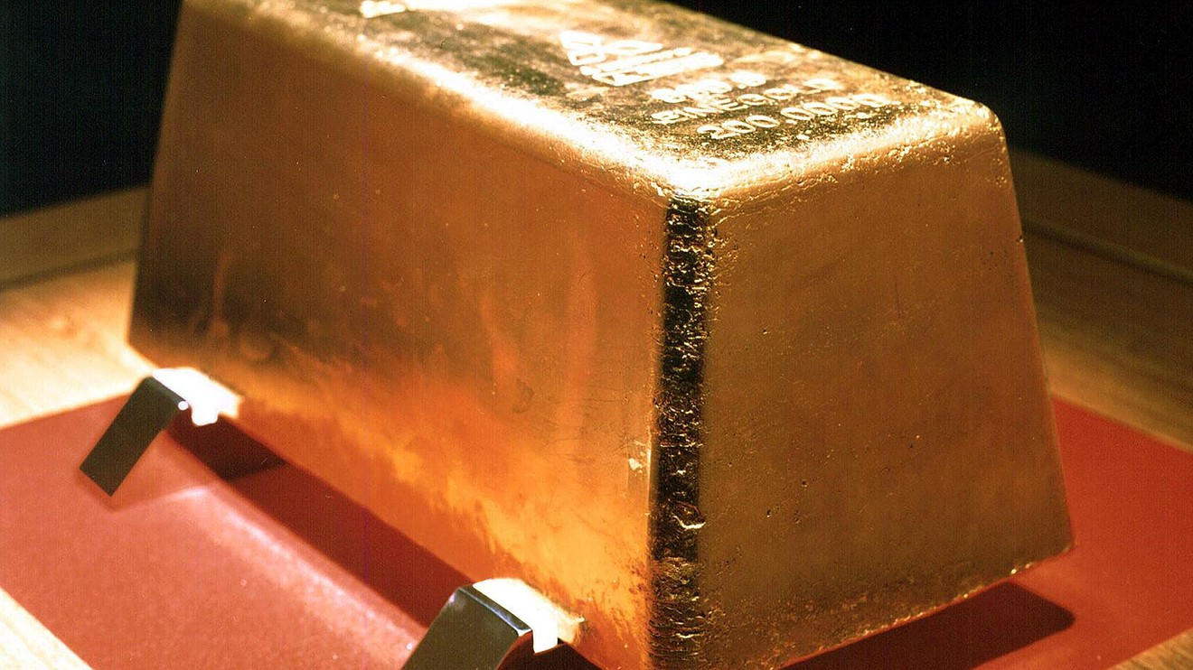 metals-stocks:-gold-pulls-back-on-friday-but-heads-for-weekly-gain-amid-rocky-stock-market