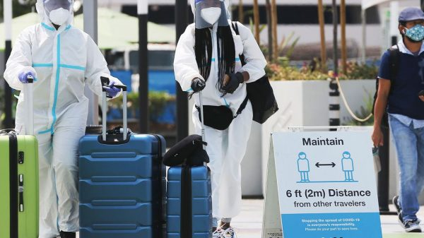 :-coronavirus-cases-linked-to-long-airline-flights-early-in-pandemic,-studies-show