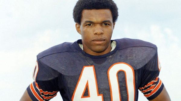 :-hall-of-fame-running-back-gale-sayers-dies-at-77