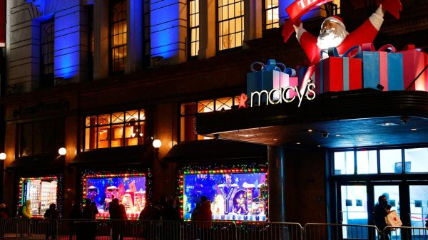the-ratings-game:-macy's-reimagined-this-year's-thanksgiving-day-parade,-and-one-analyst-says-stores-should-also-get-a-revamp