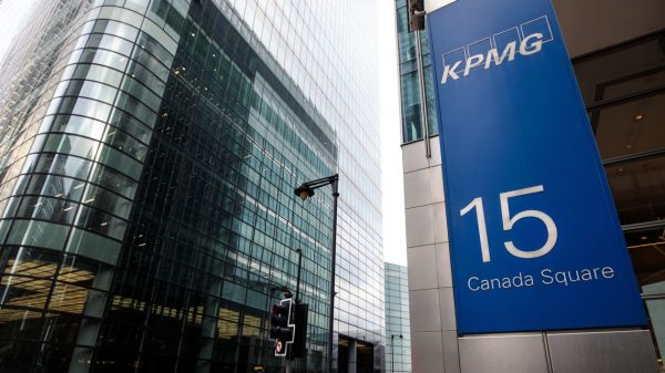 :-kpmg-boss-stands-aside-after-telling-staff-to-'stop-moaning'-and-'playing-the-victim'-about-covid-work-conditions