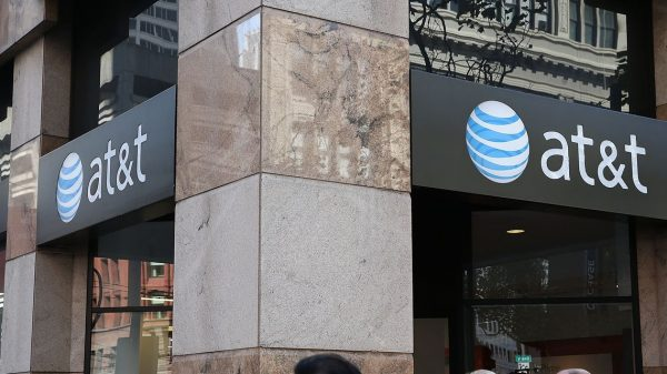 :-at&t,-employees-charged-with-'selectively'-disclosing-information-to-wall-street