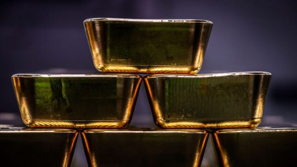 metals-stocks:-gold-prices-move-lower-after-last-week's-1%-climb
