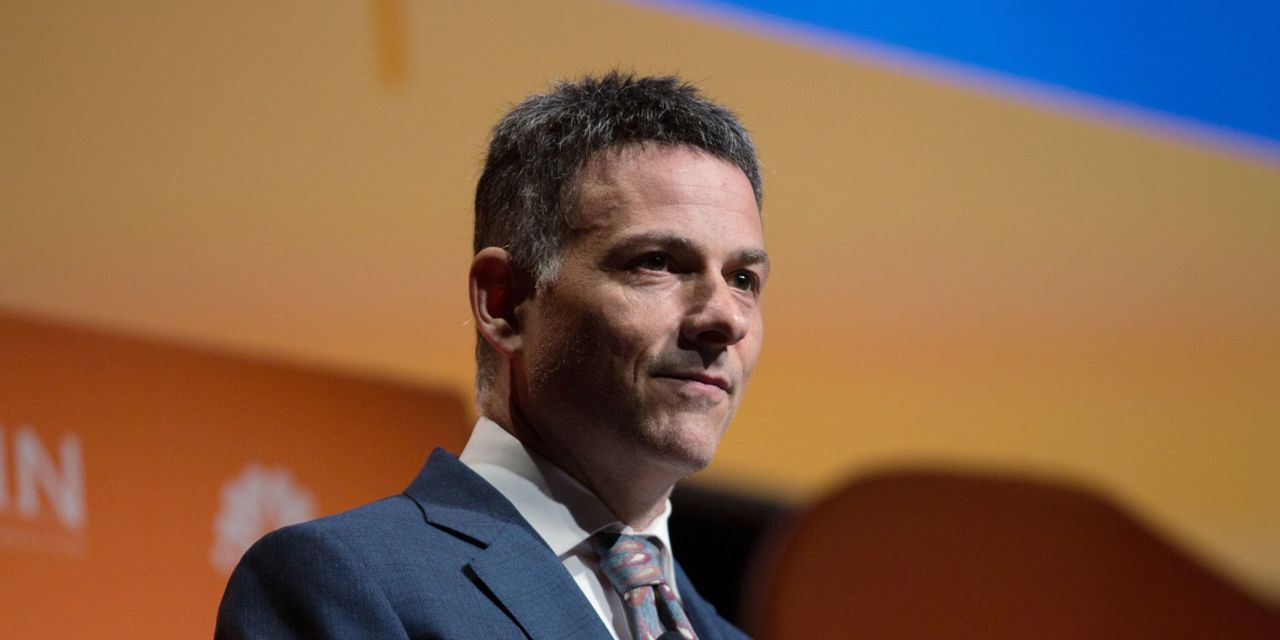 key-words:-'from-a-traditional-perspective,-the-market-is-fractured-and-possibly-in-the-process-of-breaking-completely,'-says-hedge-fund-titan-einhorn
