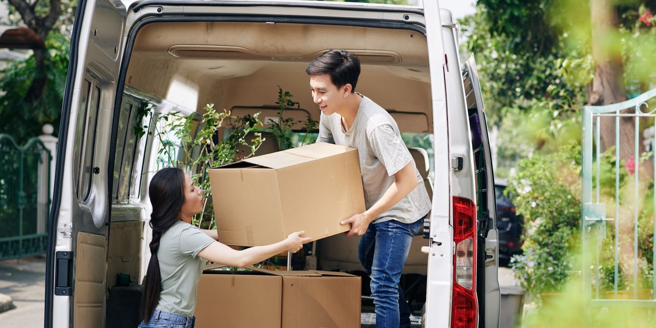 :-americans-are-moving,-but-there's-a-'notable-reversal'-in-the-types-of-homes-they're-choosing