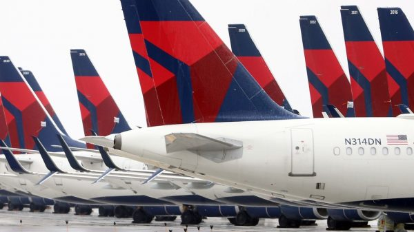 :-delta-looks-to-hire-more-than-1,000-pilots-by-next-summer:-reports