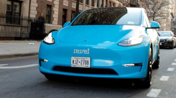the-new-york-post:-why-this-tesla-taxi-fleet-won't-be-allowed-to-operate-in-nyc