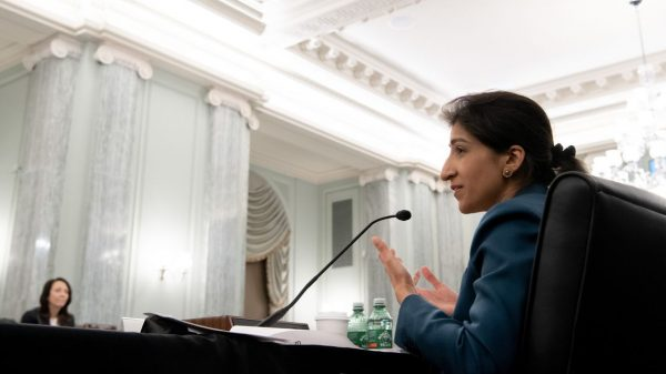 the-wall-street-journal:-ftc's-lina-khan-blames-digital-platforms-for-surge-in-consumer-fraud