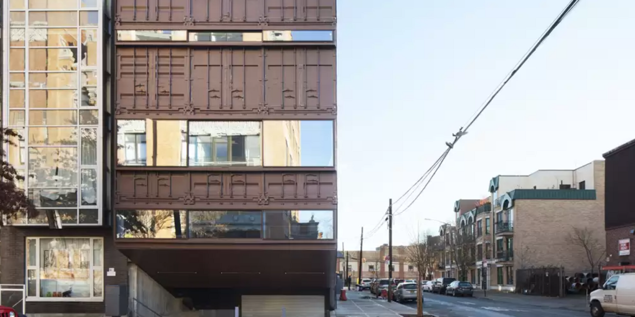 the-new-york-post:-house-made-of-shipping-containers-sells-for-$5-million