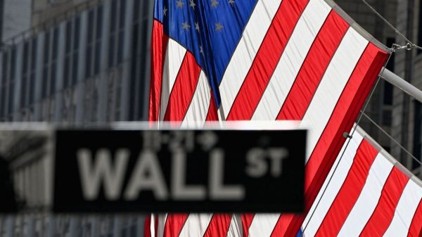 market-snapshot:-us.-stocks-end-steady-but-post-gains-for-week-after-volatile-trading