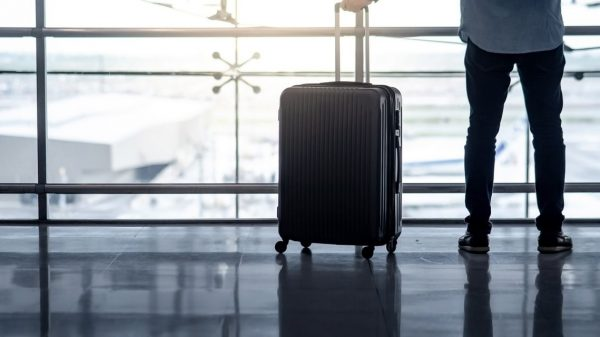 financial-crime:-baggage-claim:-two-men-charged-with-stealing-$550,000-from-airlines-in-lost-luggage-scam
