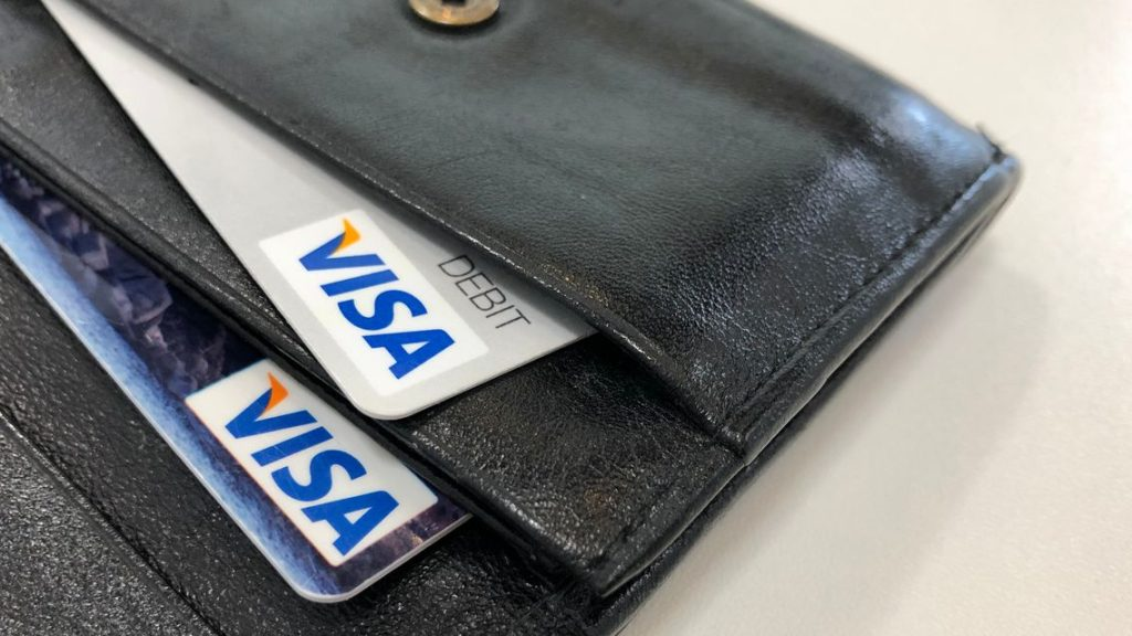 earnings-results:-visa-tops-earnings-expectations,-boosts-dividend